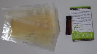 Moom Express Natural Wax Strips - in the box